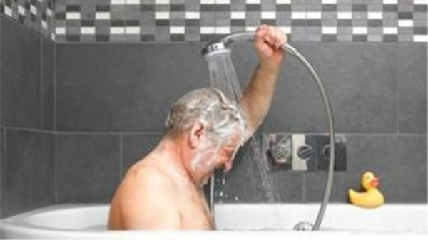成都养老院一暄康养:老人冬季洗澡小贴士 (2)