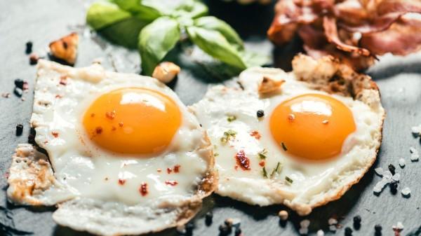 成都西门的高端养老院一暄康养告诉你鸡蛋应该怎么吃 -煎蛋