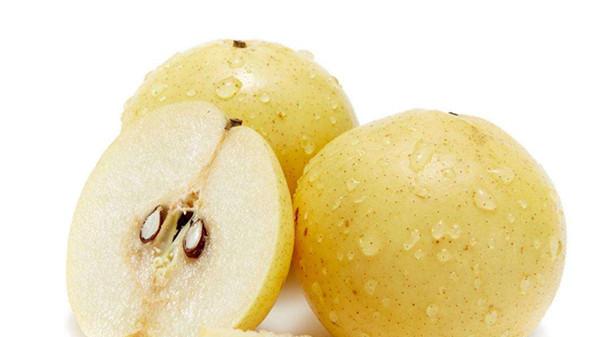 成都养老院经验分享-一暄康养-饭后吃梨,排泄致癌物质-切开的梨