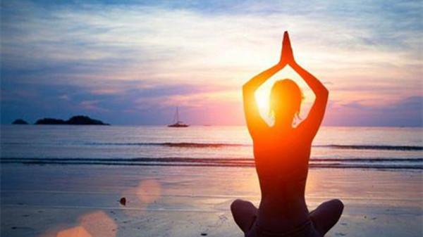 进补勿忘排毒,成都金牛区养老院一暄康养分享运动排毒-瑜伽