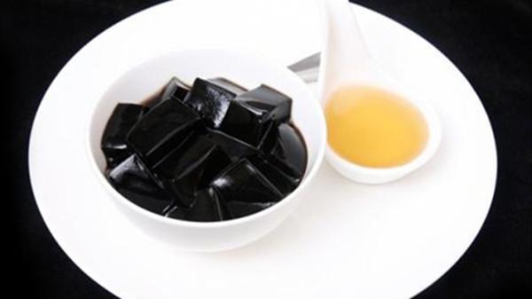 成都养老院一暄康养带您了解春季哪些美味的零食对健康会造成威胁(5)-龟苓膏1