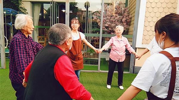 成都青羊区养老院告诉您跳舞对老年人的好处1