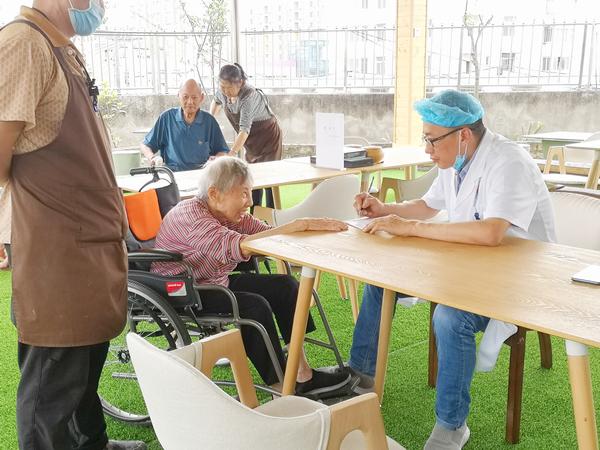 成都双流天仁医院中医康复科来成都养老院一暄康养开展健康讲座2
