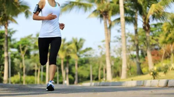 成都养老院经验分享-一暄康养-初秋养生的四大注意事项-跑步