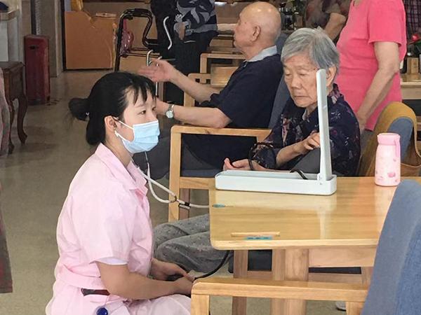 护士与奶奶