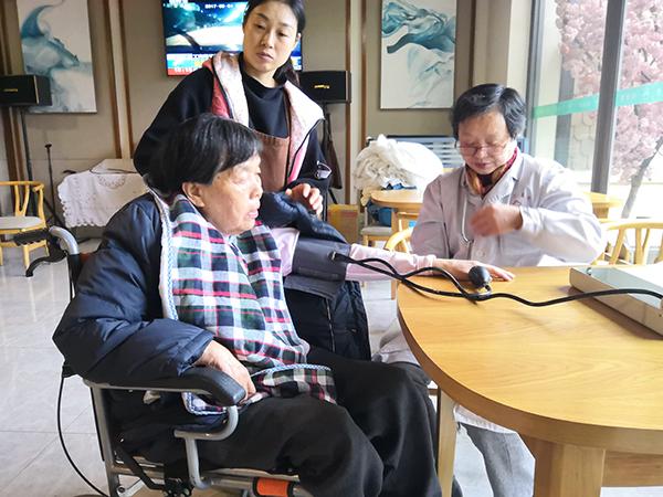 为什么养老院常为老人做血压检测?
