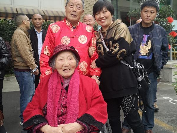 李绍先爷爷、黄宝珍奶奶与学生