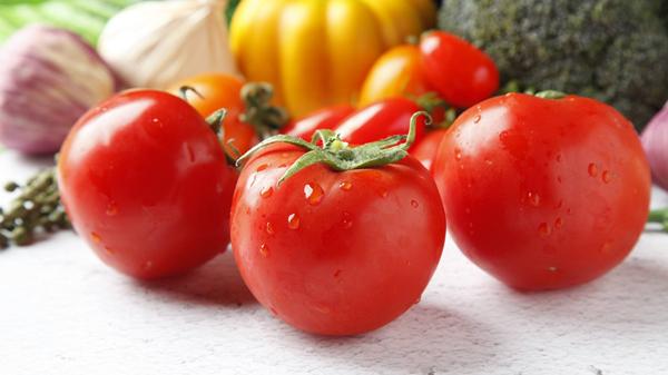 淡化色斑吃这些,成都金牛区养老院都说好——水果篇3西红柿