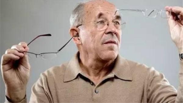 一暄康养教您中老年人眼部护理-老花镜的那些事(二)