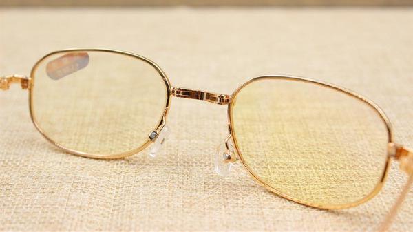 一暄康养教您中老年人眼部护理-老花镜的那些事(四)