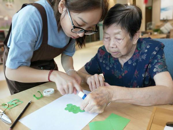 做手工也是锻炼身体可延缓衰老