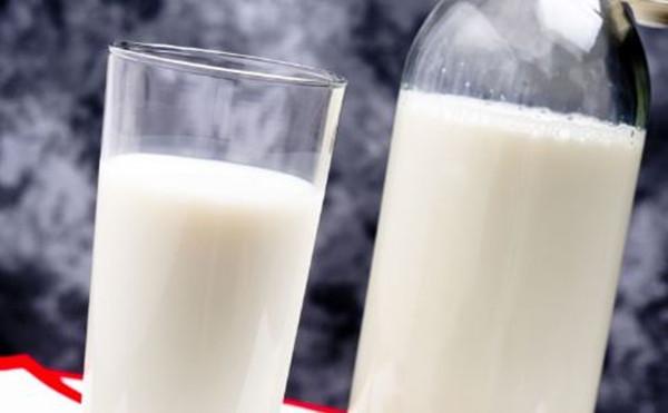 成都青羊区养老院-一暄康养介绍老年人喝牛奶的好处-牛奶1