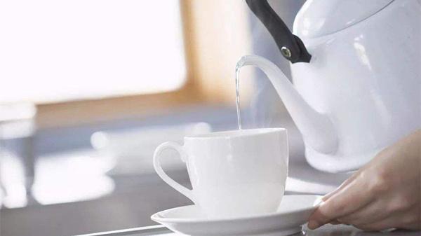 不同体质人喝水的秘密,成都养老院为您揭秘-喝温水