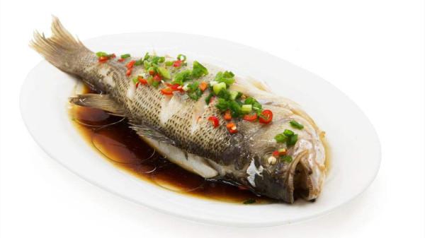 成都养老院经验分享:学会这两招,蒸出来的鱼肉更加柔软嫩滑