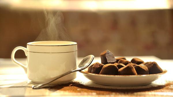 老人可以吃巧克力吗?成都养老院一暄康养这样说(一)1