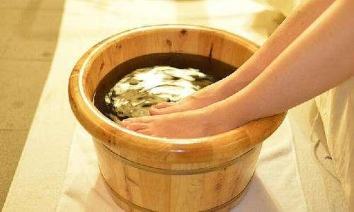 热姜水泡脚