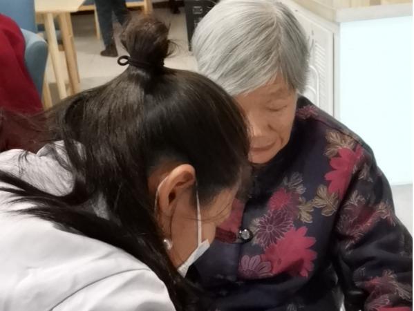 理疗师与奶奶
