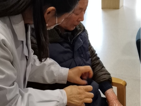 理疗师与爷爷
