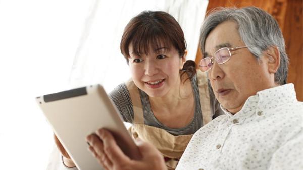 成都高端养老院一暄康养提醒你,老人玩手机要注意(三)