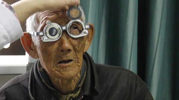 成都青羊区养老院一暄康养为您普及老年人出现老花眼的注意事项图片2